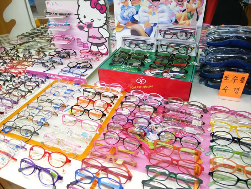 国際市場の眼鏡屋さんの子供用メガネ