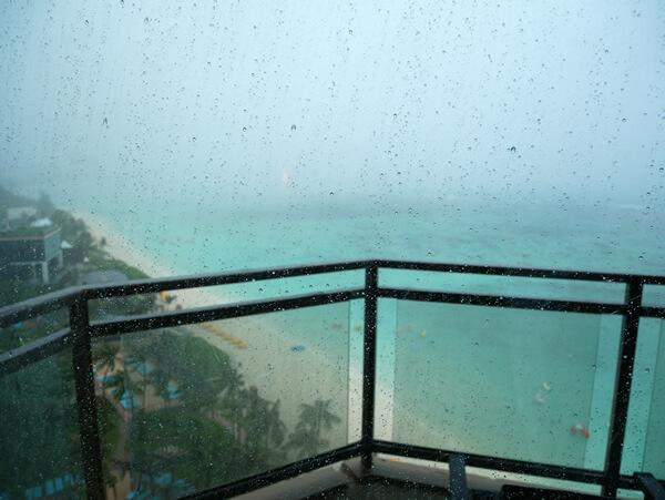 グアム雨季の雨