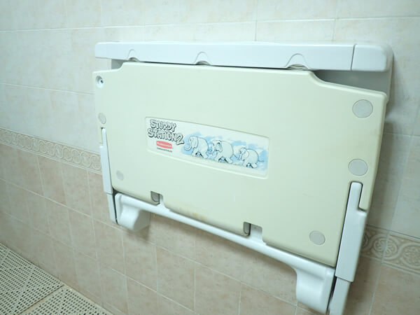 アウトリガーグアムプールのトイレ内部