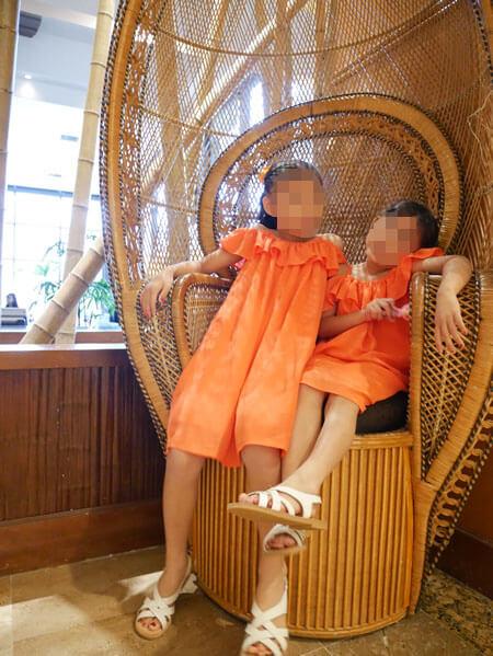 アウトリガーグアム パームカフェ前の椅子
