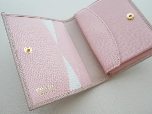 プラダのお財布内部