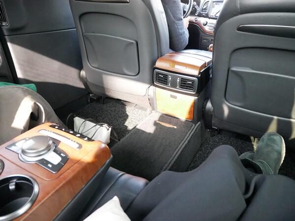 模範タクシー車内