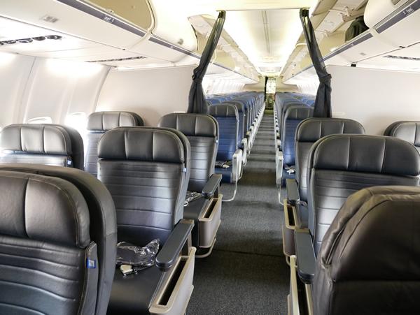 UA166便 ビジネスクラス