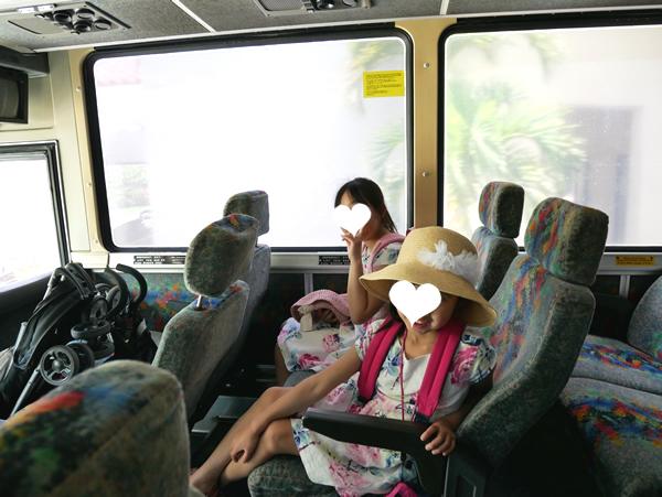 レオパレスリゾートグアム 無料シャトルバス内
