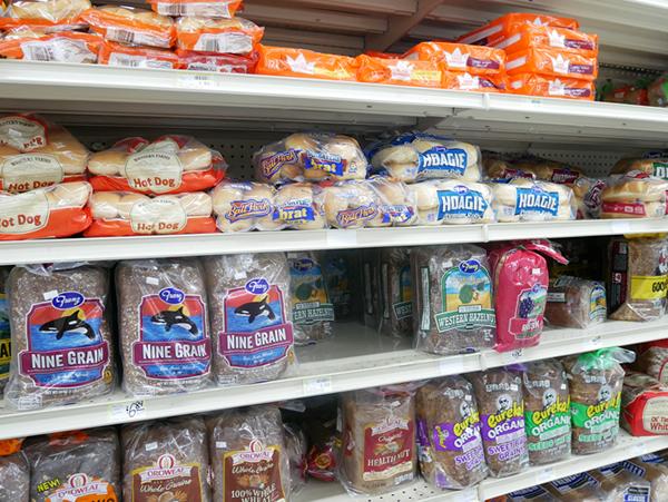 ペイレススーパーマーケットのパンコーナー