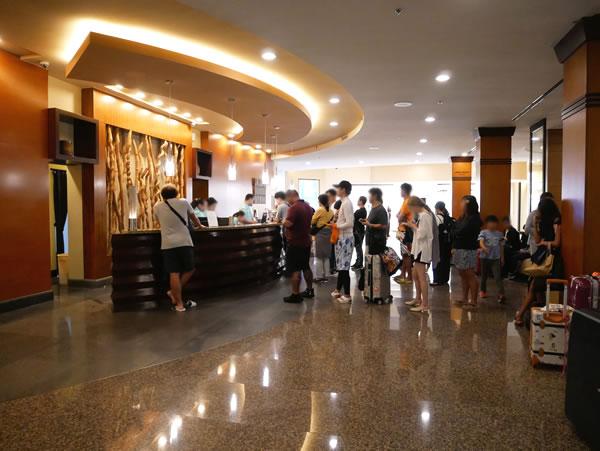 グアムプラザホテル ロビー