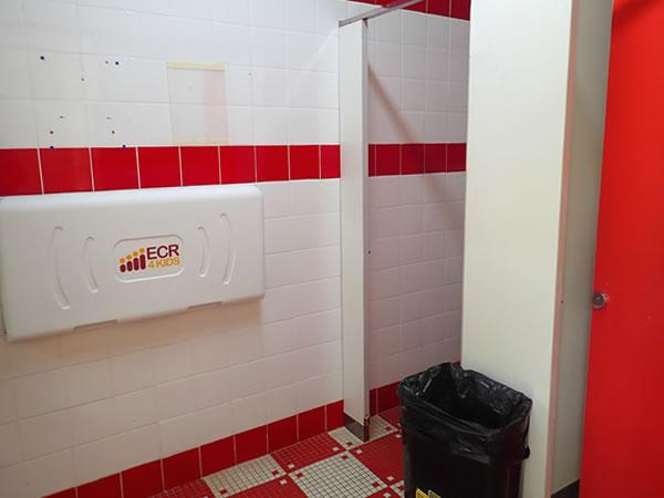 レオパレスリゾートグアムのホテルプール/トイレ