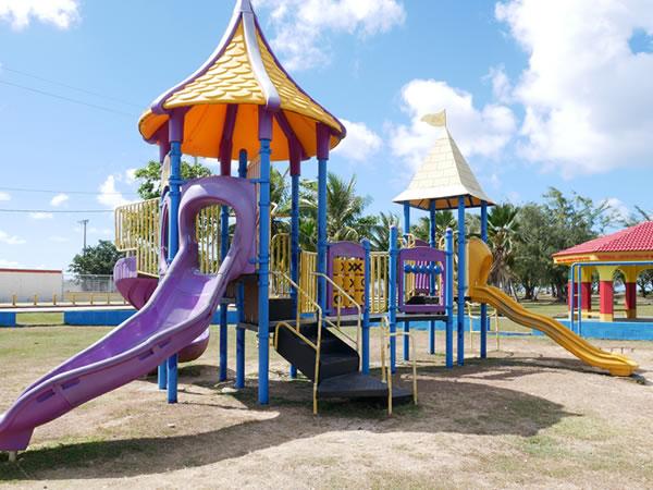 グアムパセオ公園の遊具