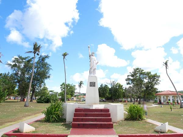 パセオ公園自由の女神像