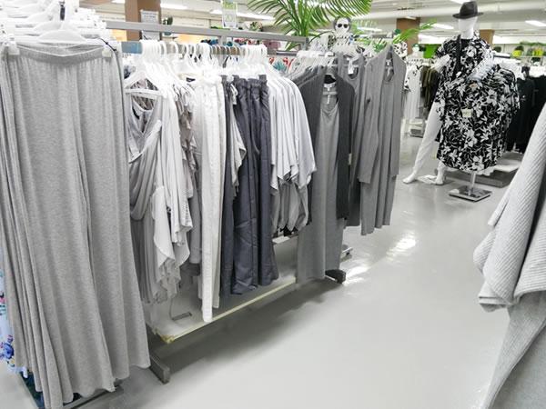 SMアイランドのレディース服