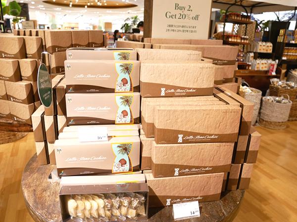Tギャラリア グアム土産コーナー ラッテストーンクッキー