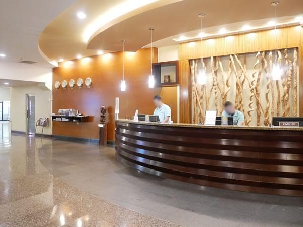 グアムプラザホテルのロビー